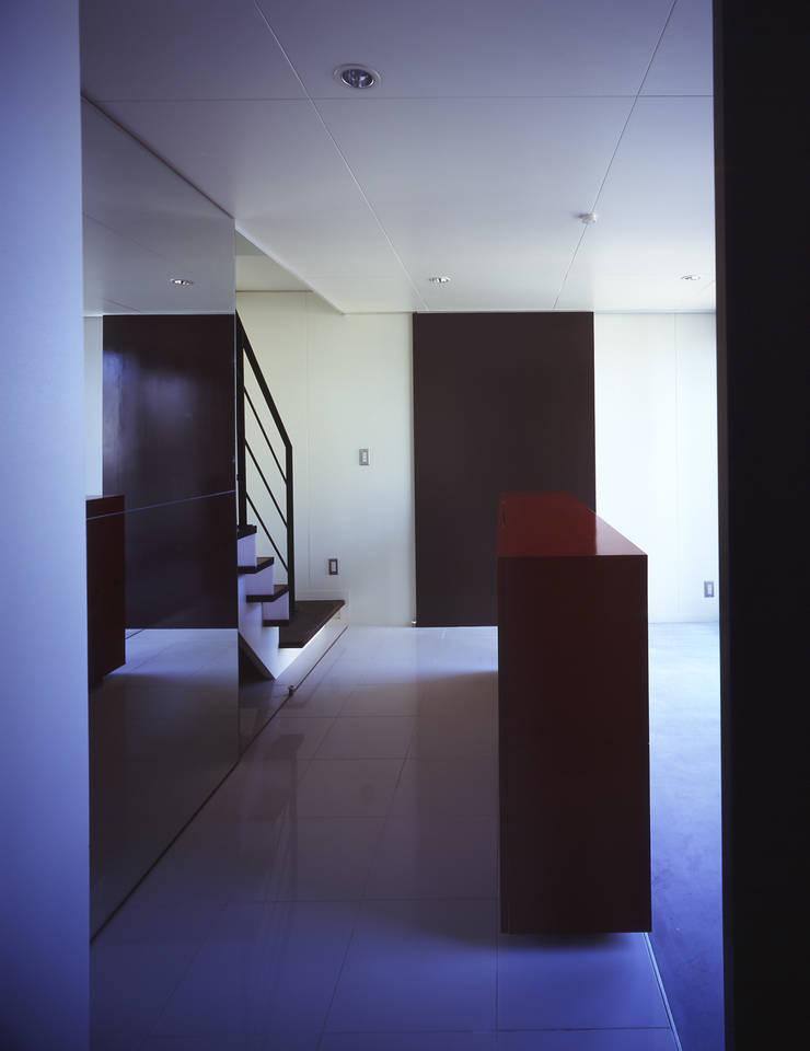 HUT+HOUSE: 株式会社CAPDが手掛けた廊下 & 玄関です。