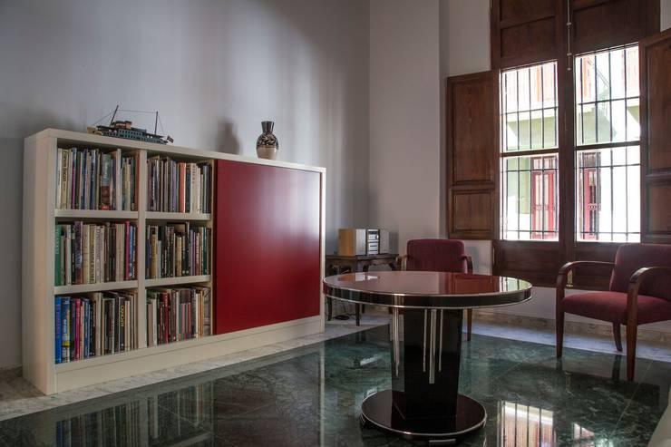 Livings de estilo  por R22 ARQUITECTES. Pere Joan Pons