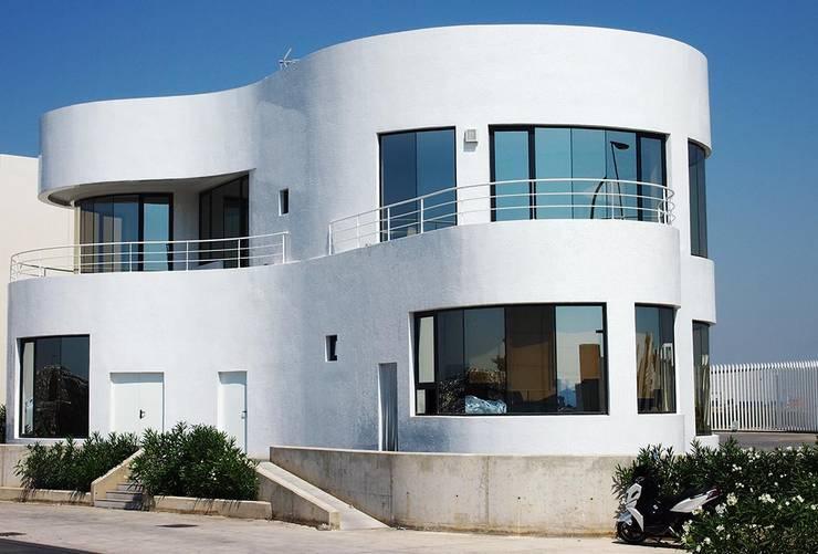 Casas de estilo minimalista por Trencadis Innovacion SL