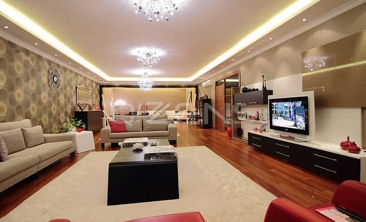 QZENS MOBİLYA – Göktürk Konutu: modern tarz Oturma Odası