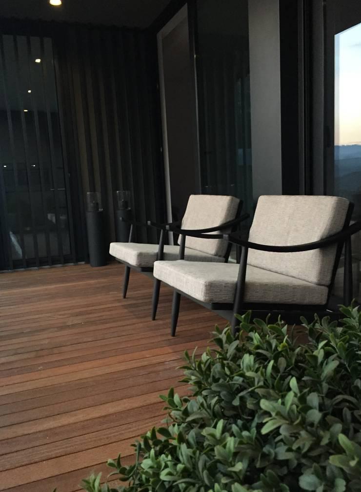 INTERIOR DESIGN: Terraços  por PAULA NOVAIS ARQUITECTOS E DESIGN