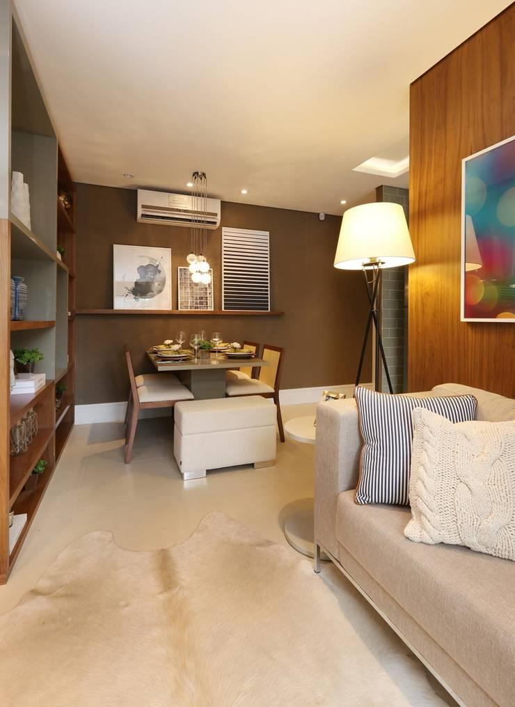 TUCURIVI   DECORADOS: Salas de estar  por SESSO & DALANEZI