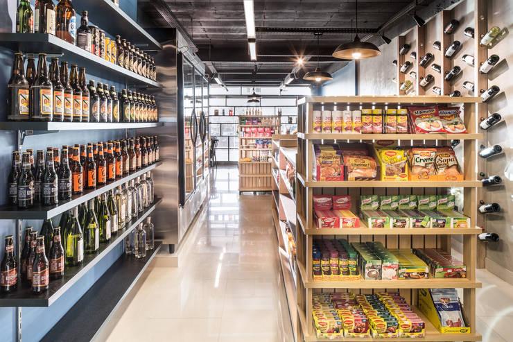 Tudo Bem Mercados: Espaços comerciais  por BORA Arquitetos Associados,