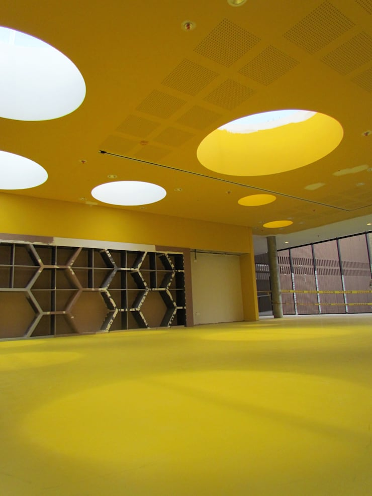 norament 926 crossline: Salas de estilo  por Norca, Moderno