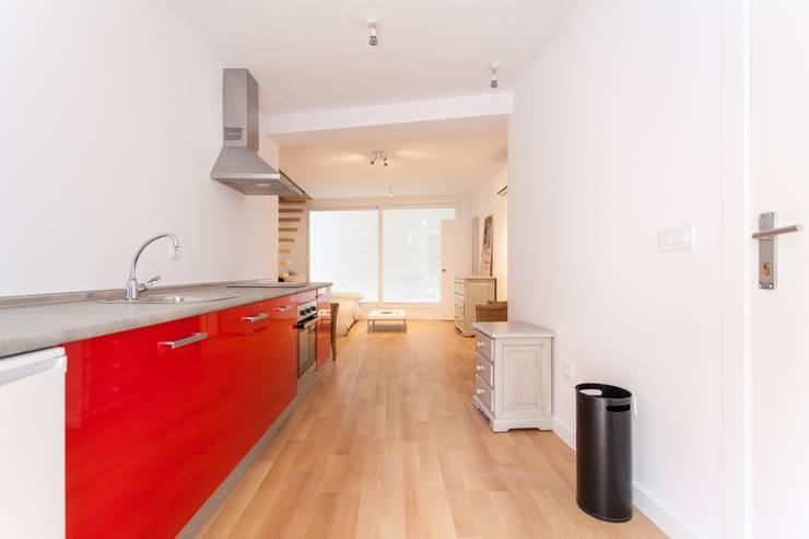 Apartamento dúplex: Cocinas de estilo  de Pablo Cousinou