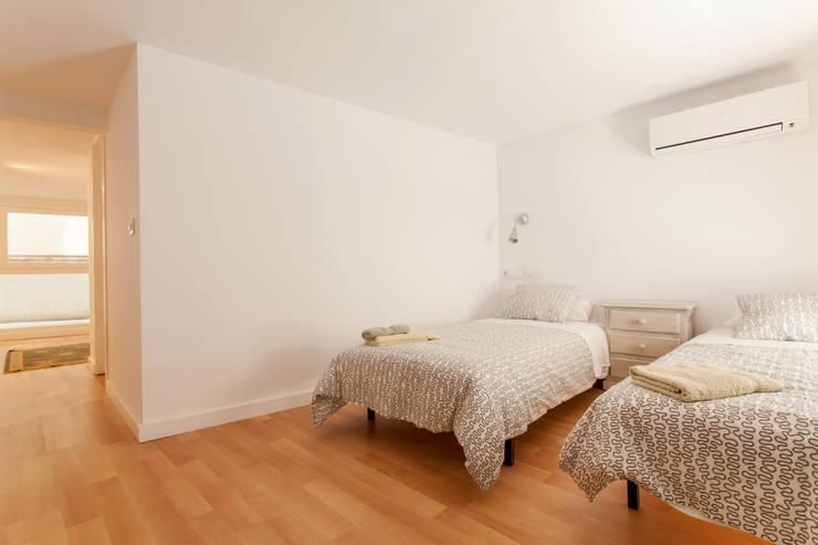 Apartamento dúplex: Dormitorios de estilo  de Pablo Cousinou