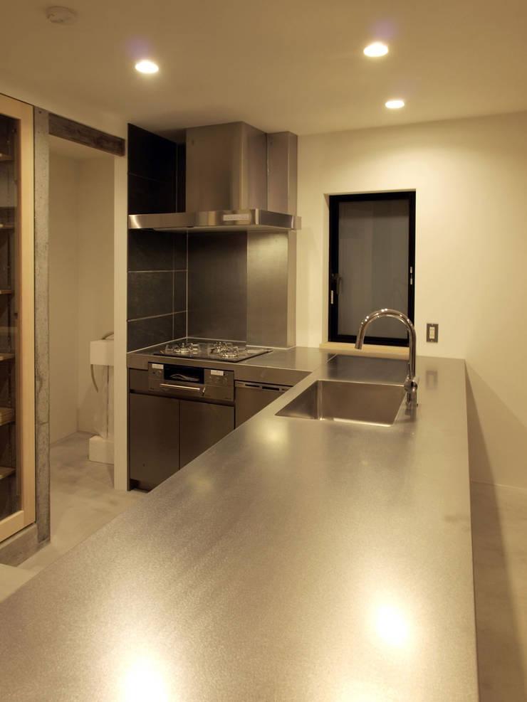リビング階段の家: Egawa Architectural Studioが手掛けたキッチンです。