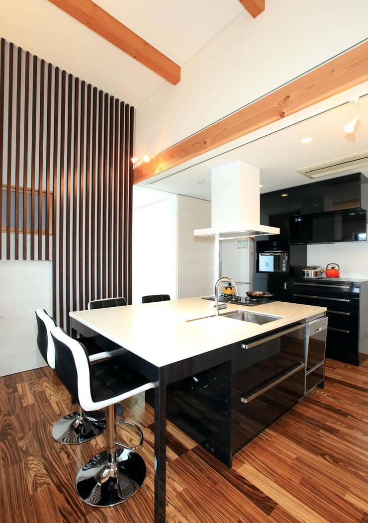 境内に建つ家: Egawa Architectural Studioが手掛けたキッチンです。,