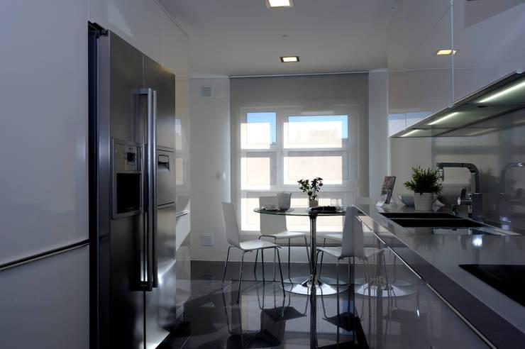 Apartamento Modelo no Edifício ALVALATRIUM :   por Espaço de Ideias