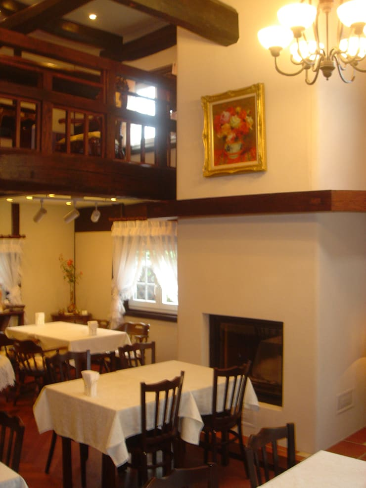 Interior: 1st floor cafe space: カールベンクスアンドアソシエイト(有) Karl Bengs and Associates, Ltd.が手掛けたです。