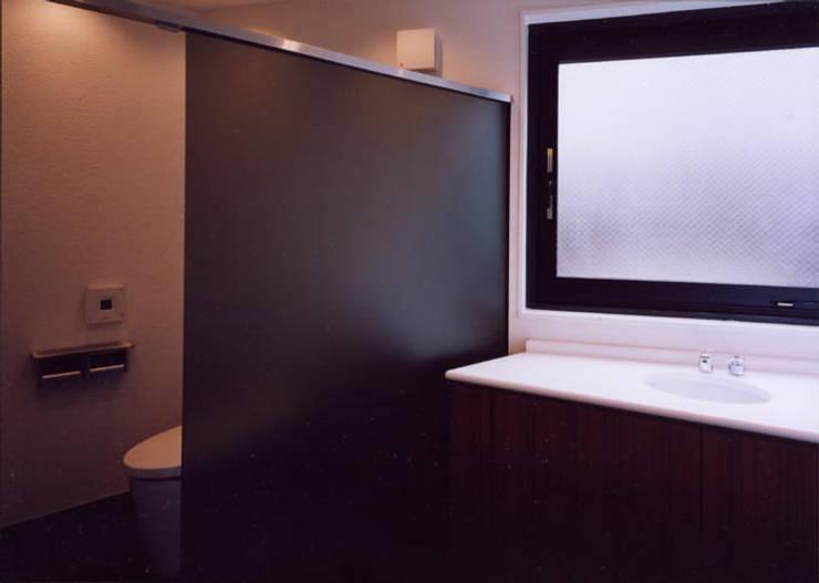 トイレ: 松井建築研究所が手掛けたオフィスビルです。