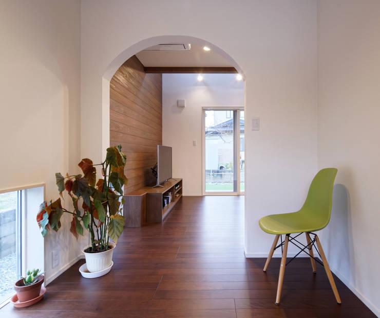 さくらんぼ駅前の家: 大類真光建築設計事務所が手掛けた和室です。