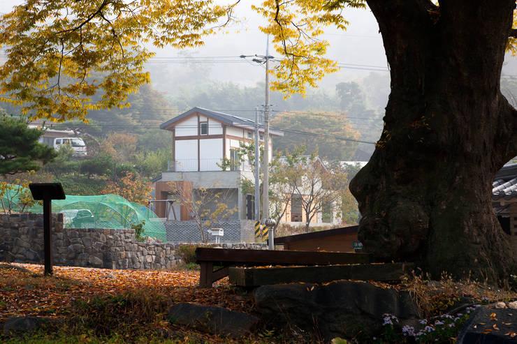 홍성주택: 위무위 건축사사무소의  주택,한옥
