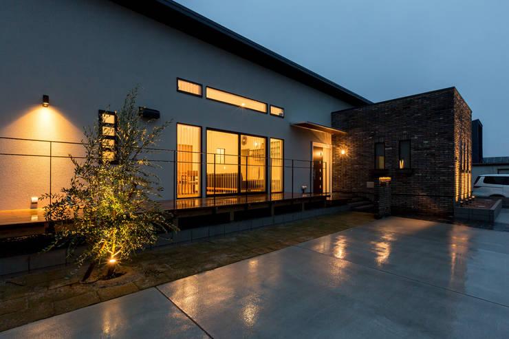 Casas de estilo  por 株式会社 鳴尾工務店