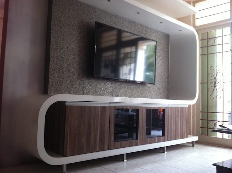 Futuristic Entertainment Console:  Living room by 3A Architects Inc,Minimalist MDF
