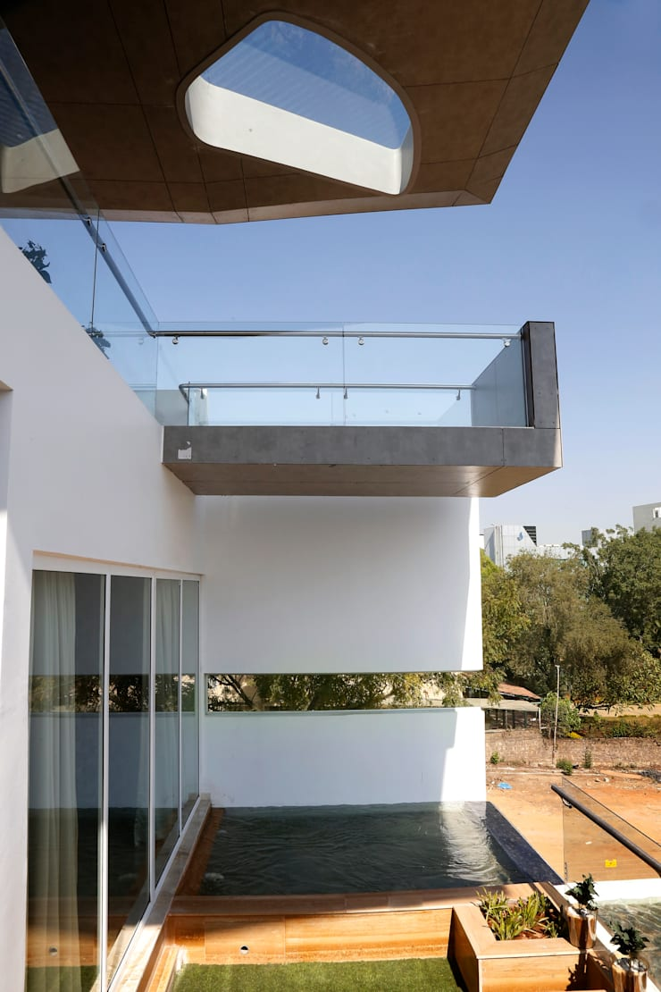 Cantilever House:  Houses by NA ARCHITECTS,Modern