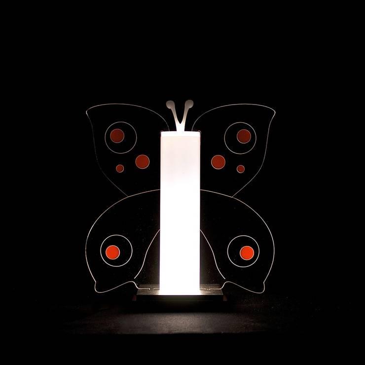 Lampade: Soggiorno in stile in stile Moderno di Luminotte