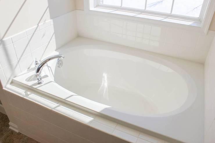 Casa I: Baños de estilo  por German Jimenez