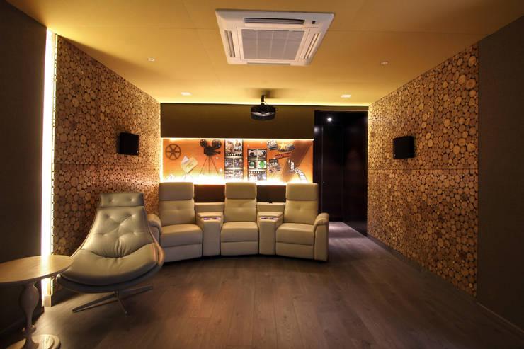 Lotus pond: modern Media room by NA ARCHITECTS