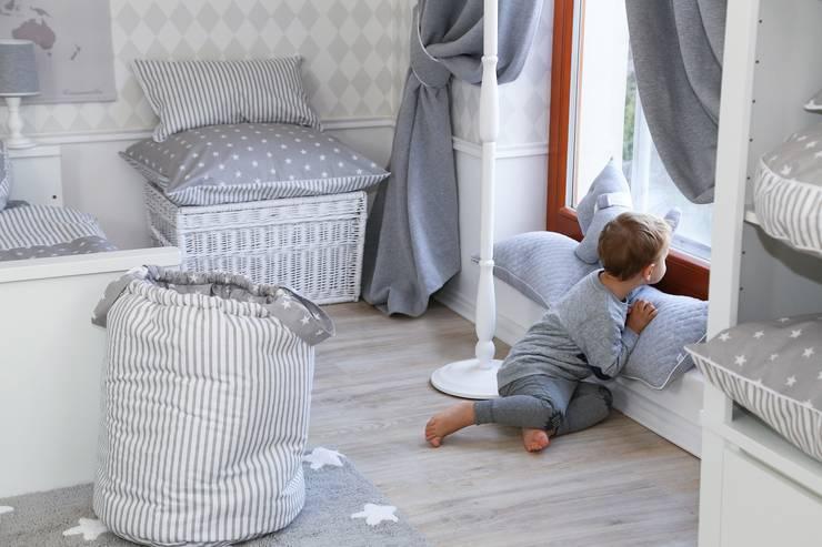 Skrzynie: styl , w kategorii Pokój dziecięcy zaprojektowany przez Caramella