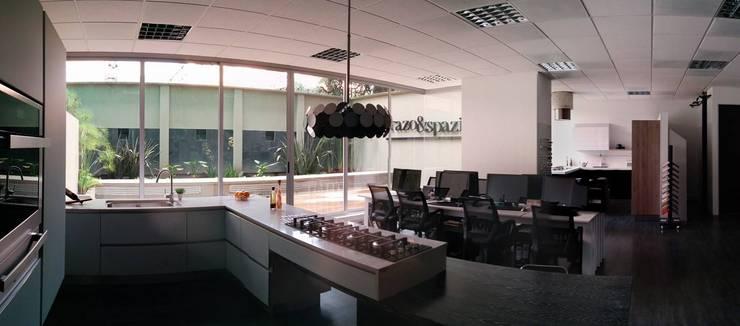 Cocinas: Cocinas de estilo  por Trazo & Spazio