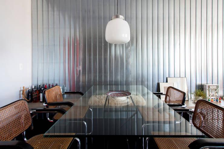 APARTAMENTO CERQUEIRA CESAR: Salas de jantar  por Tria Arquitetura