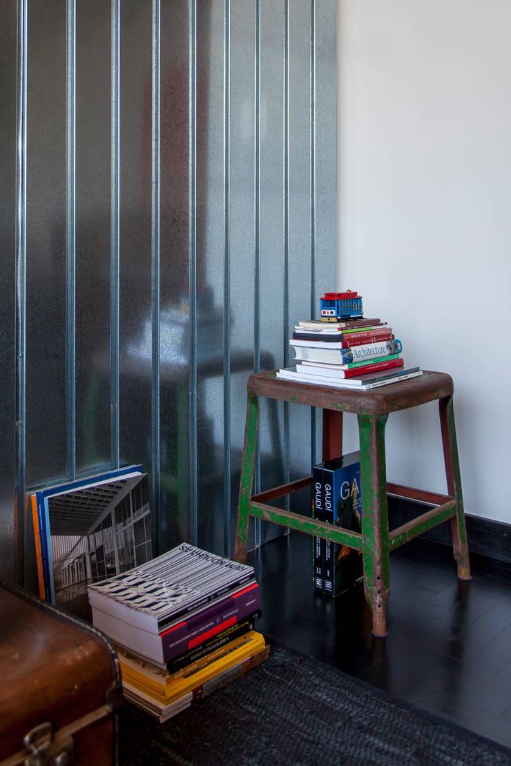 APARTAMENTO CERQUEIRA CESAR: Salas de estar  por Tria Arquitetura