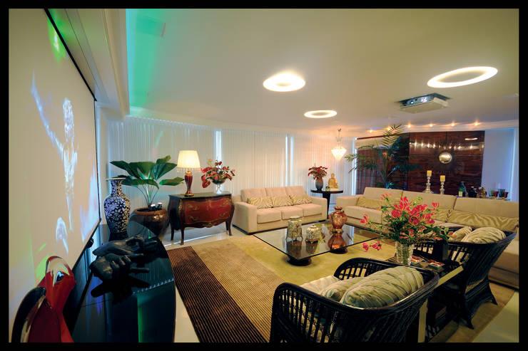 Design de Interiores - Apartamento Cobertura : Salas multimídia  por Luciano Esteves Arquitetura e Design