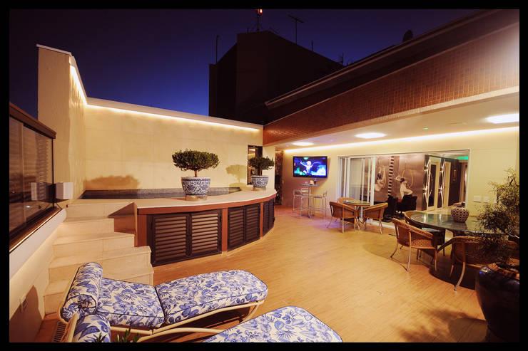 Design de Interiores – Apartamento Cobertura : Terraços  por Luciano Esteves Arquitetura e Design
