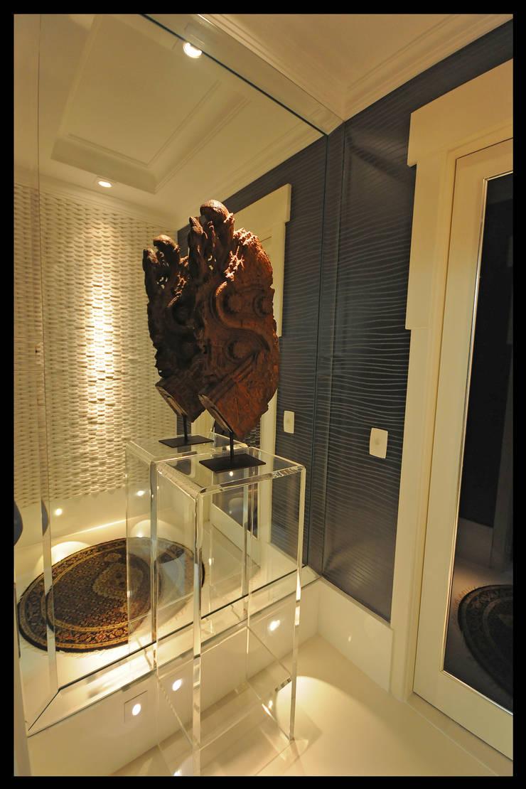 Design de Interiores – Apartamento Cobertura : Corredores e halls de entrada  por Luciano Esteves Arquitetura e Design