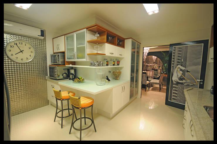 Design de Interiores – Apartamento Cobertura : Cozinhas  por Luciano Esteves Arquitetura e Design