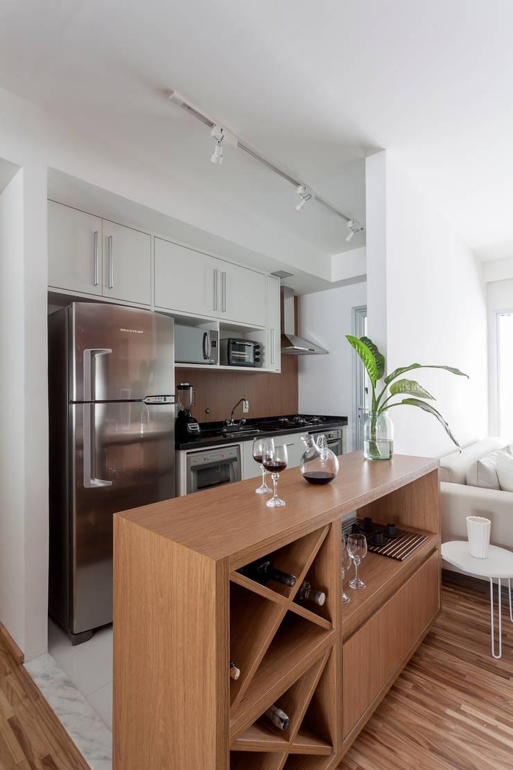 APARTAMENTO MICHIGAN: Cozinhas  por Tria Arquitetura