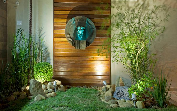 modern Garden by Escritório Ana Meirelles