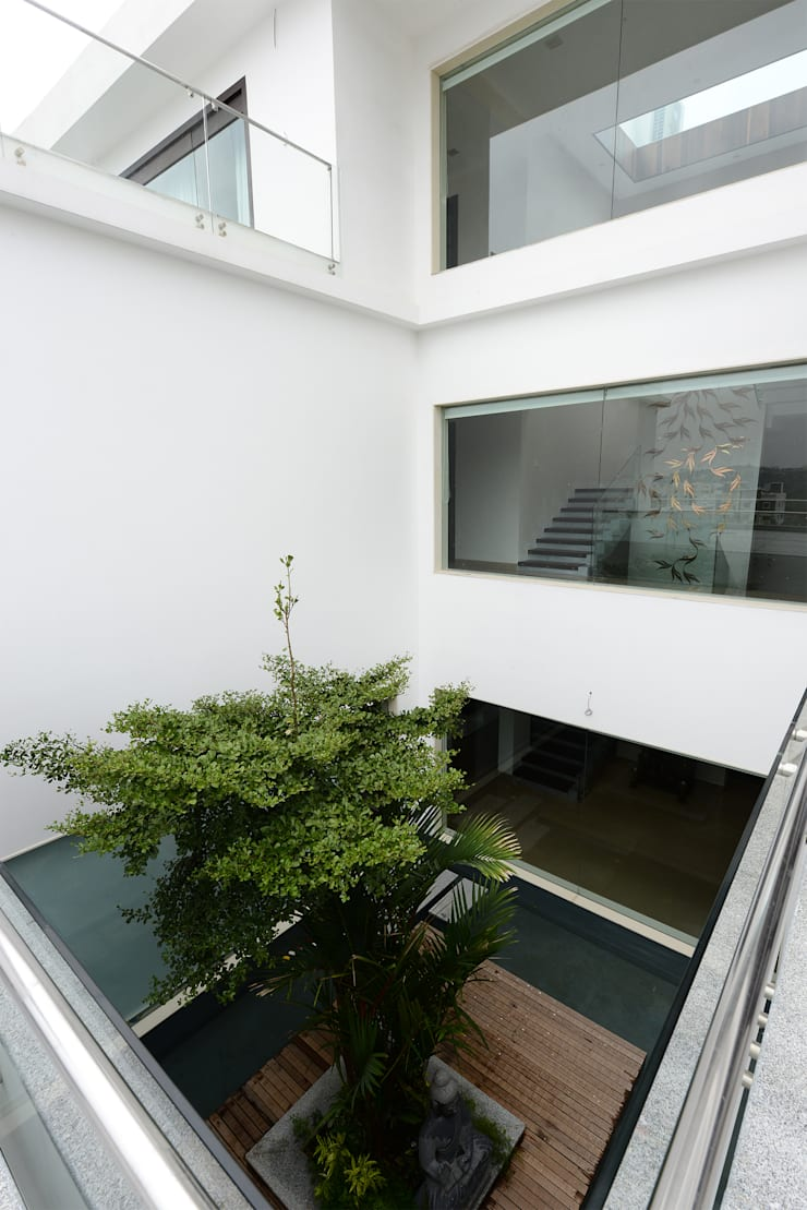 Residential Bungalow:  Terrace by NA ARCHITECTS