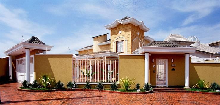 Residencia  Ribeirão Preto : Casas clássicas por Luciano Esteves Arquitetura e Design