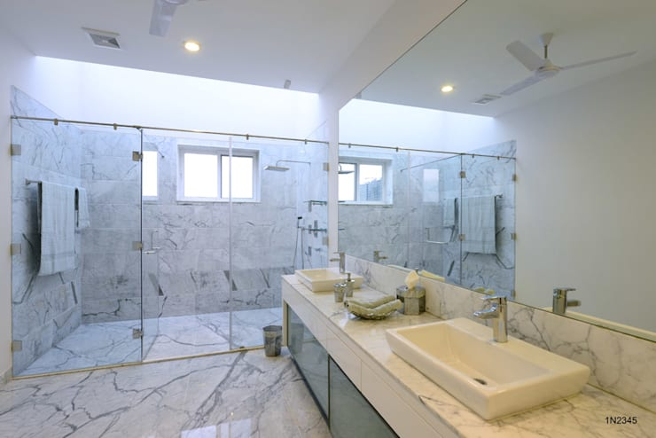 Residential Bungalow:  Bathroom by NA ARCHITECTS
