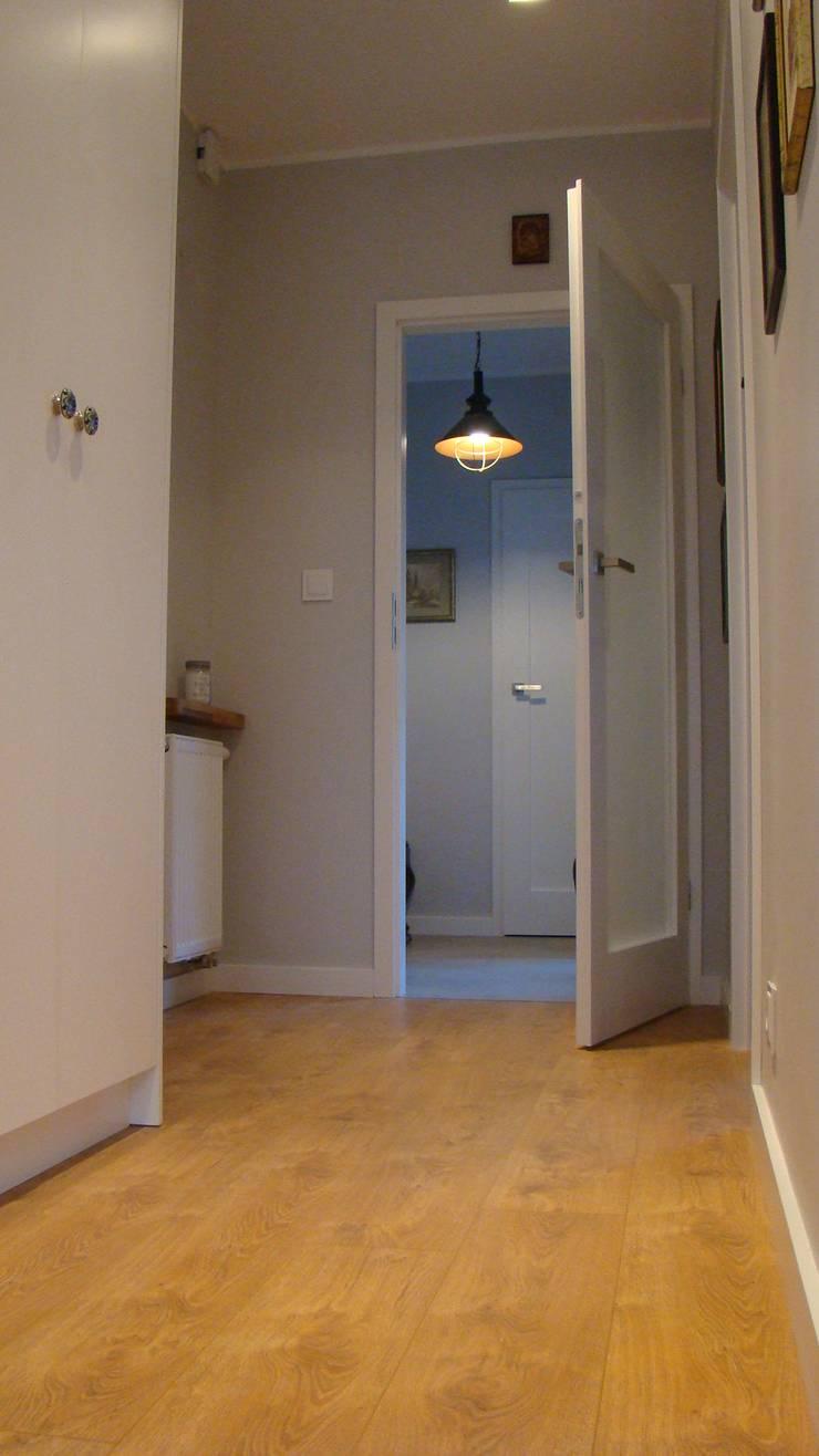 mieszkanie Plewiska: styl , w kategorii Korytarz, przedpokój zaprojektowany przez Kara design. Pracownia Projektowa Karolina Pruszewicz