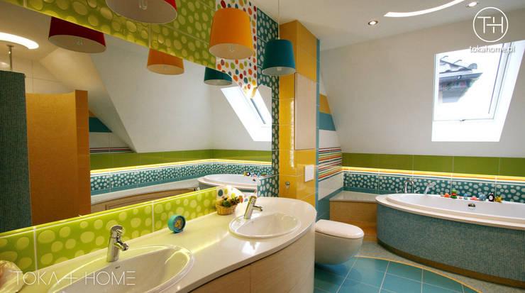 Zaczarowany świat - łazienka dla dzieci: styl , w kategorii Łazienka zaprojektowany przez TOKA + HOME,Nowoczesny Ceramiczny