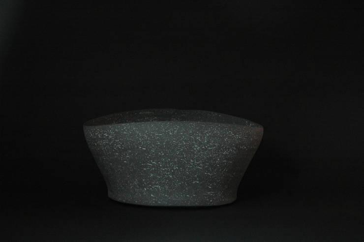 Stone ware flower vase: 小野澤弘一が手掛けたキッチンです。