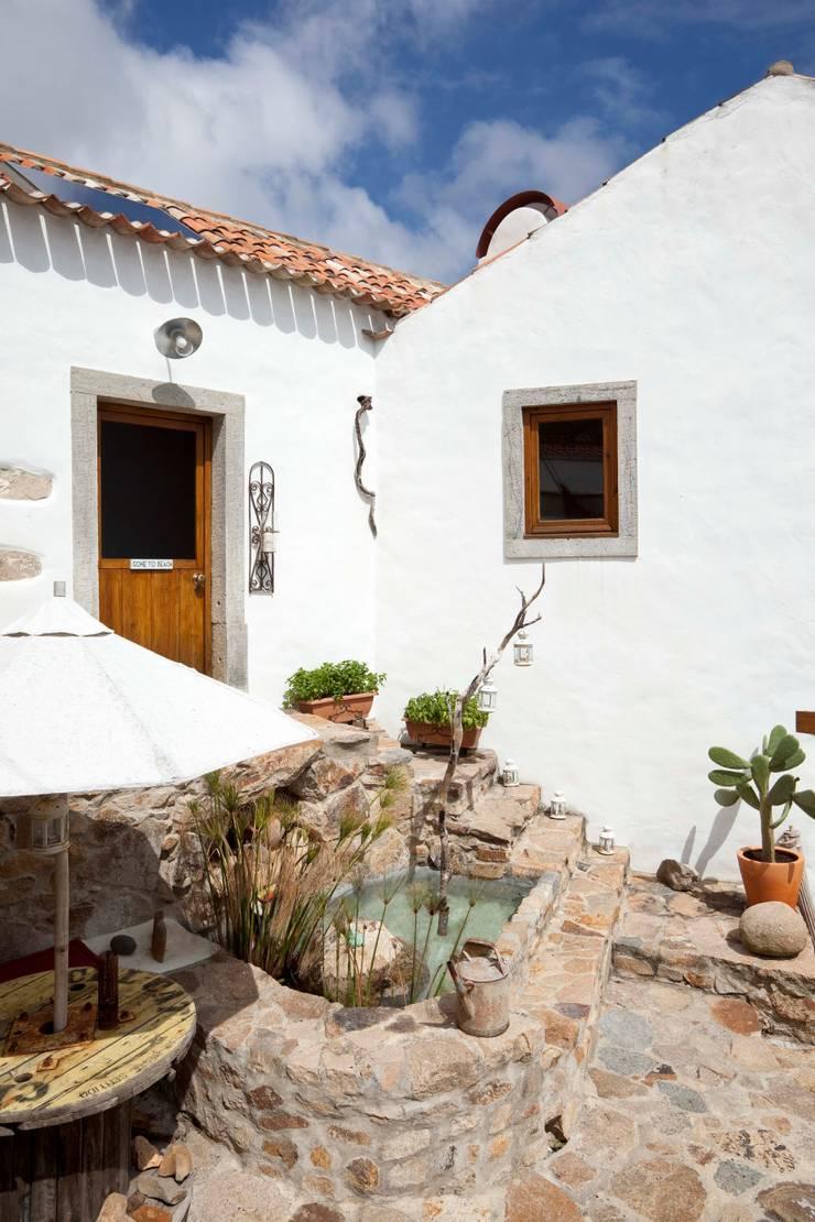 Terrace by pedro quintela studio, Rustic Stone