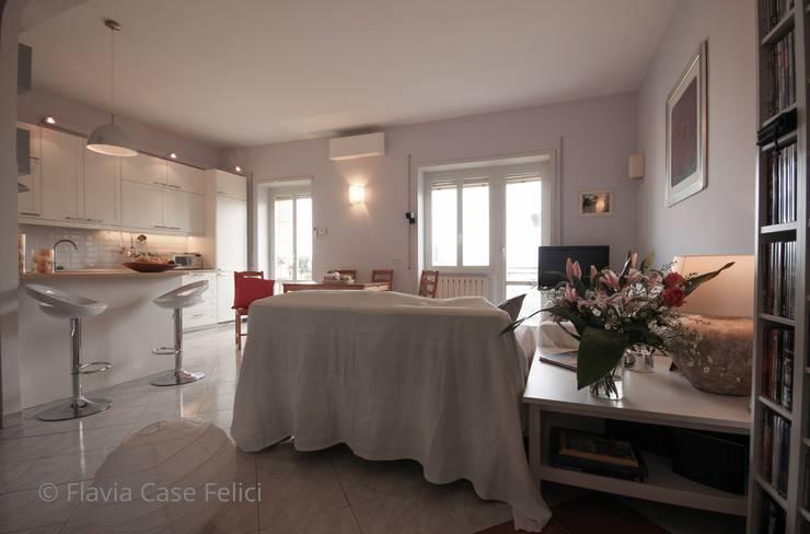 SALONE DOPO:  in stile  di Flavia Case Felici