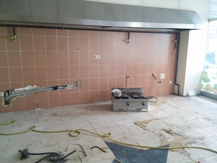 Pil Tasarım Mimarlik + Peyzaj Mimarligi + Ic Mimarlik – Kitchen before renovation:  tarz