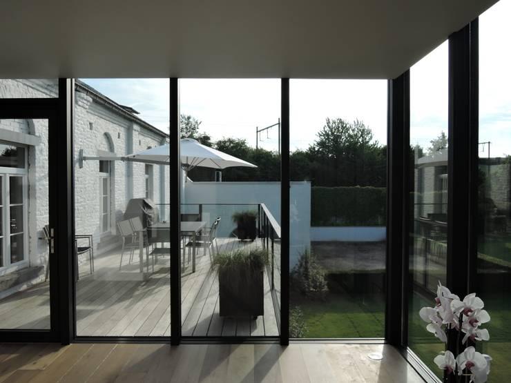 Tour vitrée : Terrasse de style  par ARTERRA