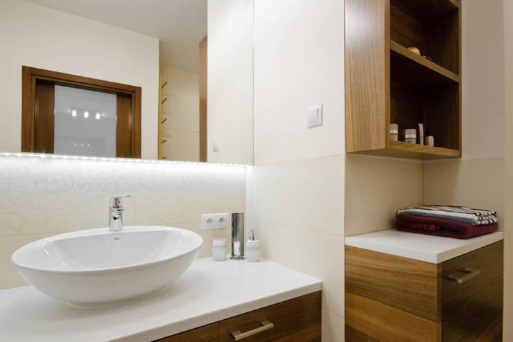 Damska łazienka: styl , w kategorii Łazienka zaprojektowany przez ZAWICKA-ID Projektowanie wnętrz
