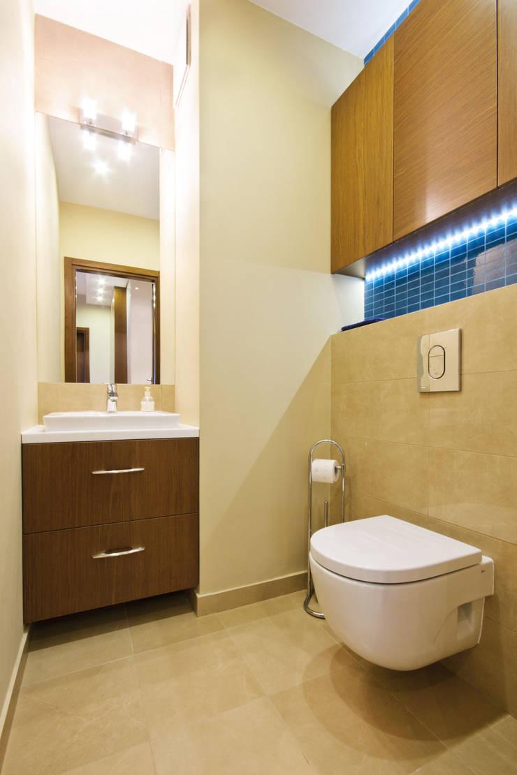 Przytulne WC: styl , w kategorii Łazienka zaprojektowany przez ZAWICKA-ID Projektowanie wnętrz