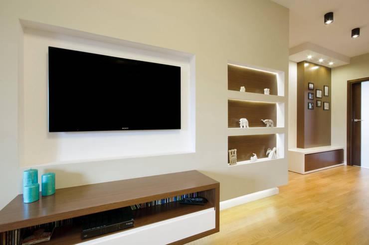 Kącik TV: styl , w kategorii Salon zaprojektowany przez ZAWICKA-ID Projektowanie wnętrz