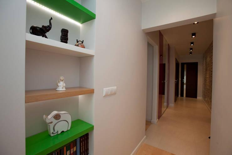 Ingresso & Corridoio in stile  di ZAWICKA-ID Projektowanie wnętrz