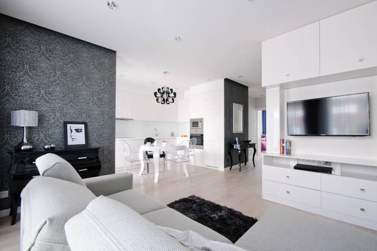 Salon i kuchnia w stylu glamour: styl , w kategorii Salon zaprojektowany przez ZAWICKA-ID Projektowanie wnętrz