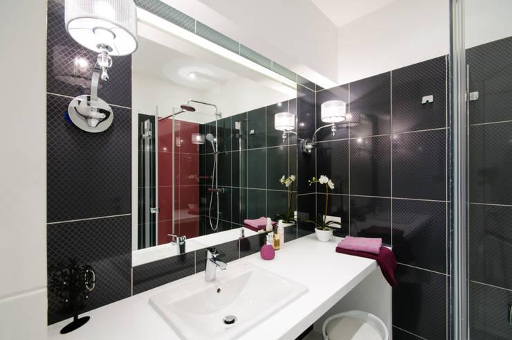 Elegancka łazienka z kobiecymi dodatkami: styl , w kategorii Łazienka zaprojektowany przez ZAWICKA-ID Projektowanie wnętrz