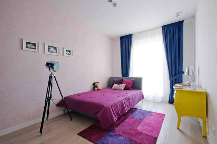 Dziewczęcy pokój na wakacje: styl , w kategorii Pokój dziecięcy zaprojektowany przez ZAWICKA-ID Projektowanie wnętrz,Nowoczesny